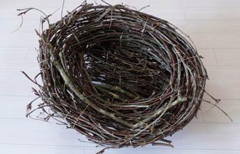 nid en bois fait maison diy branches fil de fer