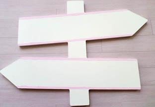 panneau signalétique bois à customiser, peinture blanc, contour rose pastel