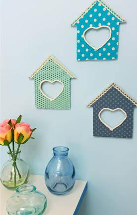 maisons coeurs bois à customiser, décoration diy pastel tissu peinture
