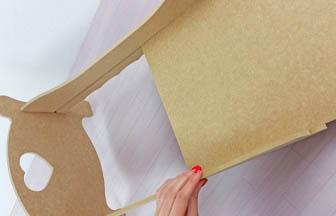 lit simple poupée bois à customiser, glisser socle fente, tuto simple