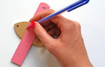 petite sardine à customiser bois, trait crayon papier