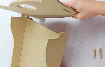 pour finir, fixer avec les clavettes la dernière parti du lit simple pour poupée bois