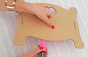 tranches coloriage rose posca, lit simple bois à customiser poupée