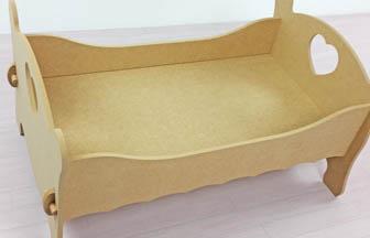 très mignon lit simple poupée bois à customiser, montage rapide et simple