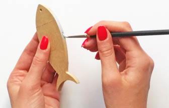 petite sardine bois à customiser, décoration tranches peinture pébéo argent