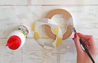 colle à bois, collage papier peint lettre bois à poser mot home
