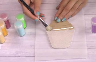 cupcake à customiser cerise, colle étaler vieux pinceau
