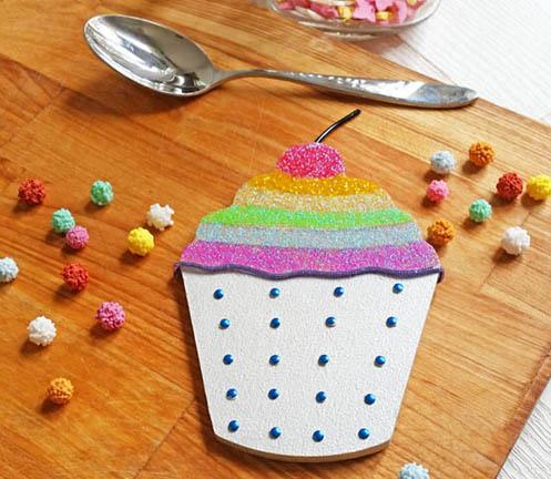 cupcake cerise en bois à customiser, peinture, paillettes, strass, cuisine