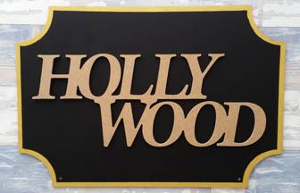 mot Hollywood coller sur plaque de rue en bois à customiser diy