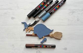 petite sorcière balai à customiser en bois, coloriage couleur posca diy