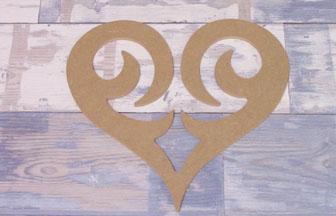 très beau coeur ajouré en bois à customiser amour