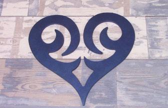 coeur en bois ajouré à customiser, diy peinture bleu, love, amour