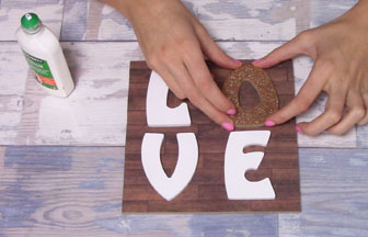 lettres majuscules love à customiser en bois et carré diy