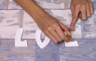 lettres love majuscules à customiser en bois peinture blanc