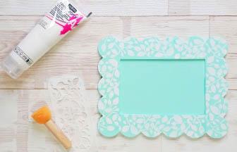 cadre beurre photo à customiser bois, pochoirs motifs feuilles blanc