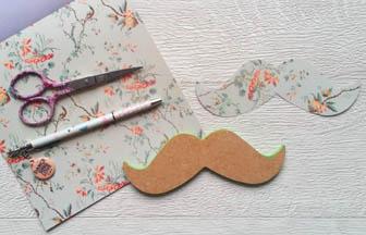 moustache bois à customiser, beau papier vert pastel motifs japonais