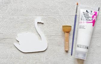 cygne en bois à customiser, déco tuto peinture blanc pébéo