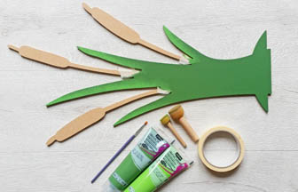 très beau roseau en bois à customiser, déco peinture vert mousse pébéo