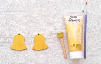 mini cloches en bois à customiser, décoration peinture or pébéo