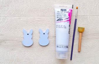 mini lapins à customiser en bois, déco pébéo peinture bleu pastel