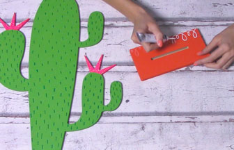 cactus sur socle en bois à customiser, déco 3D blanc pébéo spirales