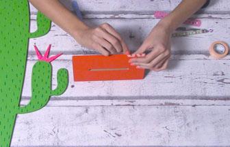 cactus sur socle à customiser en bois, décoration socle masking tape orange pastel diy