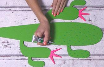 cactus sur socle à customiser en bois, déco 3D vert pébéo, créer des épines relief