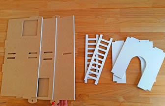 maison à customiser en bois pour poupée, peinture échelles blanc pébéo