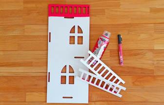 maison en bois à customiser, déco marker rose échelles diy