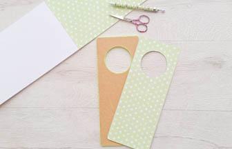 papier vert pastel, découpe pour plaque poignet porte bois à customiser