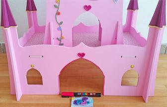 décoration posca rose contour porte château de princesse en bois