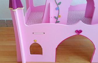 château de princesse bois à customiser, strass, boutons coeur, posca