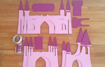 château à customiser de princesse en bois, peinture violet pébéo toits