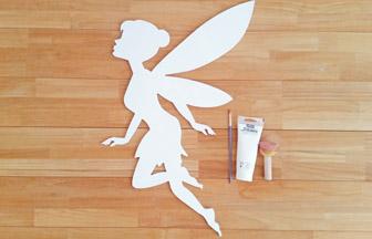 fée clochette en bois à customiser, peinture blanc pébéo