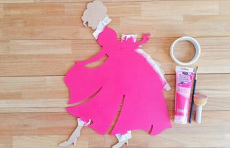 grande princesse en bois à customiser, déco pébéo peinture rose robe