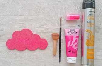 moyen nuage à customiser, peinture rose, paillettes rose, laque