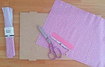 très beau tissu rose pastel pour recouvrir château de princesse en bois