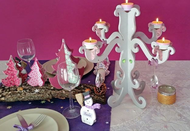 décoration table de noël, sapins, chandelier, porte nom bois à décorer