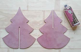 recouvrir le grand sapin 3d en bois, peinture bombe rose nacré