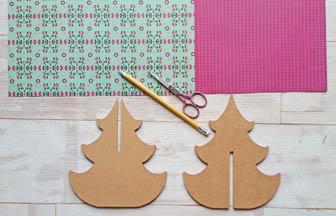 sapin moyen arabesque 3d en bois, décoration papier motifs vert et rose