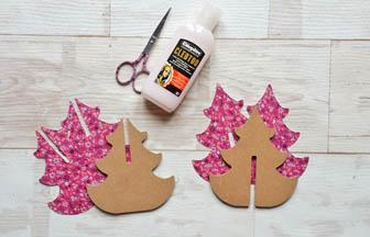 découpe en papier rose fleurs à coller sur la sapin 3d arabesque en bois