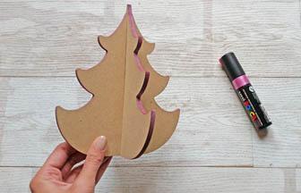 sapin 3d arabesque moyen bois, décoration des tranches posca rose nacré