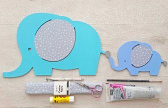 famille éléphants à décorer en bois, déco des oreilles avec tissu gris