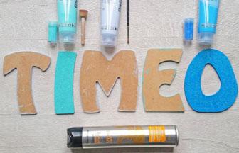 lettres en bois à décorer majuscules peinture bleu et paillettes bleu