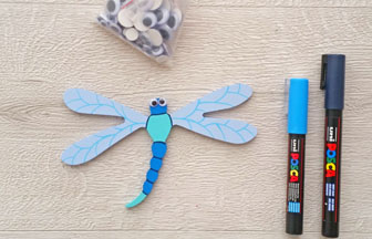 petite libellule en bois à customiser, déco avec des poca