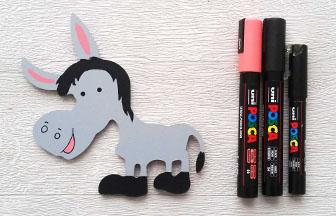 petit âne en bois à customiser, déco avec des posca rose et noir