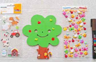 arbre mignon en bois à customiser avec des stickers pommes, coq