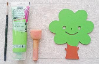 arbre mignon en bois à décorer, peinture vert des feuilles