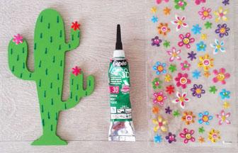 petit cactus en bois à décorer diy stickers fleurs