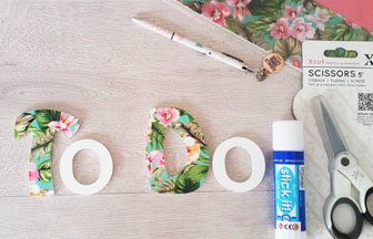 lettres en bois majuscules déco papier tropical